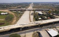 Cao tốc Bến Lức - Long Thành đình trệ: Thiệt hại không chỉ hàng chục triệu đô