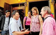 Chủ tịch tỉnh lắng nghe 'tâm tư' của du khách