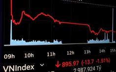 VN-Index mất mốc 900 điểm, 'cuốn trôi' hơn 6,25 tỉ USD vốn hóa chỉ sau 5 phiên