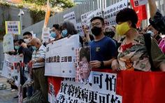Hỗ trợ nền kinh tế trì trệ, Hong Kong 'tặng' mỗi người trưởng thành 10.000 đôla