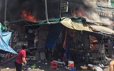 Cháy nhà ở chợ Hạnh Thông Tây, 2 người nhảy xuống đất từ lầu 2