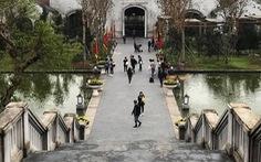 Hàng quán Yên Tử 'đỏ mắt' tìm khách trong ngày khai hội