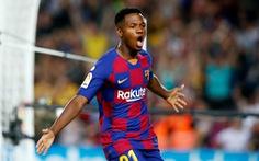 Messi kiến tạo cho 'thần đồng' Ansu Fati lập cú đúp giúp Barca bám đuổi Real Madrid