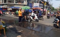 'Xử' vụ tấm sắt trơn khiến hàng loạt người đi xe máy té ngã