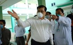 Chủ tịch Đà Nẵng vào khu cách ly thăm bệnh nhân chờ xét nghiệm virus corona