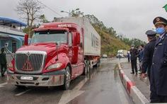 Những xe nông sản đầu tiên được 'giải cứu' ở cửa khẩu Hữu Nghị