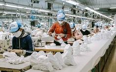 Vào nhà máy làm khẩu trang phòng virus corona, công nhân tăng ca gấp rưỡi