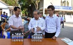 Thừa Thiên Huế hỗ trợ thầy, trò điều chế nước rửa tay diệt khuẩn miễn phí