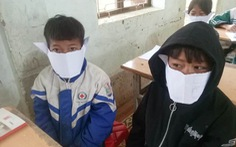 Học sinh miền núi Nghệ An đeo khẩu trang... bằng giấy phòng virus corona