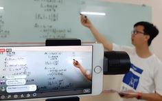 Nghỉ học dài ngày: Trường đại học dễ 'chuyển hướng' hơn