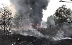 Cháy bãi phế liệu rộng hàng ngàn mét vuông, cột khói bốc cao cả trăm mét
