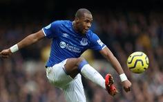 Hài hước cầu thủ Everton phải hoãn thay người vì... quên mang vớ