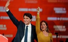 Vợ chồng Thủ tướng Canada tự cách ly vì COVID-19