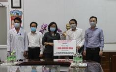 Gặp khó vẫn tặng 1 tỉ đồng cho lực lượng y tế chống dịch ở Đà Nẵng