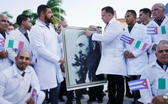 Cuba cử 'đội quân áo choàng trắng' tới hỗ trợ Ý chống COVID-19