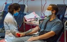 Mùa dịch, thầy giáo Mỹ Tandy vẫn đi hiến máu cho người bệnh Việt Nam