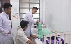 Phẫu thuật thành công một phụ nữ bị gù cột sống suốt 20 năm