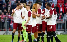Cầu thủ Bayern Munich và Dortmund giảm lương giúp đội bóng mùa COVID-19