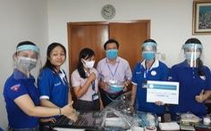 Thanh niên Bệnh viện Đa khoa Cần Thơ làm nón bảo hộ mùa COVID-19