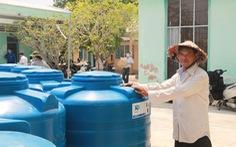 Tặng bồn chứa 1.000 lít cho người nghèo vùng hạn mặn ĐBSCL