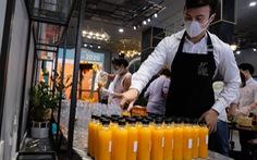 'Tour nước cam tươi' tiếp sức các y bác sĩ tuyến đầu chống dịch
