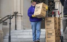 'Khai quật' 5.000 khẩu trang bị lãng quên dưới hầm mộ ở Washington