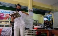Cà phê, sinh tố, quán ăn... ở TP.HCM ngưng bán hàng tại chỗ, chỉ bán mang đi