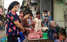 Hà Nội ngày đầu áp dụng lệnh cấm tụ tập đông người: 'Mua mau, bán nhanh'
