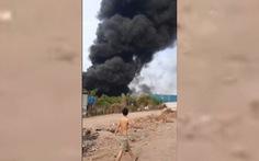 Cháy công ty sản xuất nhựa ở Củ Chi, cột khói bốc lên ngùn ngụt