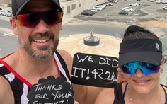 Bị cách ly, cặp vợ chồng rủ nhau chạy hơn 40 cây số bên ngoài... ban công