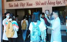 Sinh viên Duy Tân phòng chống dịch COVID-19 trong ngày đầu trở lại trường
