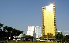 Tòa nhà ốp kính gây chói mắt, chủ đầu tư, nhà thầu phải chịu trách nhiệm