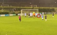 Đoàn Văn Hậu bị chấn thương rời sân khi đá cho Jong Heerenveen
