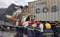 Khẩn trương điều tra vụ xe tải đụng xe container ở quận 12 khiến 3 người chết
