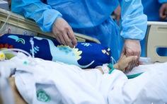 Bạch Mai trầm lắng giữa cách ly, bác sĩ vẫn tận tâm chiến đấu vì bệnh nhân