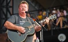 Huyền thoại nhạc đồng quê Joe Diffie qua đời do COVID-19