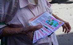Cần hỗ trợ gì cho hàng trăm ngàn người bán vé số mất thu nhập?