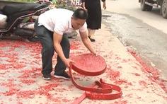 Một gia đình tại Hà Nội đốt băng pháo dài hàng chục mét trong đám cưới