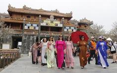 Phụ nữ mặc áo dài sẽ được miễn vé tham quan di tích Huế dịp 8-3