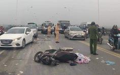 Người đàn ông tử vong cạnh xe máy trên cầu Vĩnh Tuy khiến giao thông tê liệt