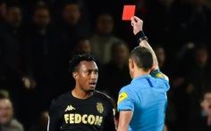 Đẩy ngã trọng tài, tiền đạo Monaco bị treo giò 6 tháng