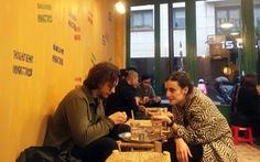 Paris có một... cà phê vỉa hè chất Việt