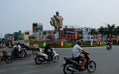 Đường phố Đà Nẵng vẫn đông người và xe trong ngày đầu cách ly xã hội