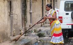 Chuyện của những người thu gom rác, giúp việc nhà thời dịch bệnh