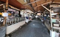 Hàng đầy ắp nhưng chợ, siêu thị vắng vẻ trong ngày đầu cách ly xã hội