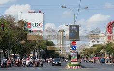 Miền Tây ngày đầu cách ly toàn xã hội: đường phố vắng vẻ, hàng hóa siêu thị dồi dào