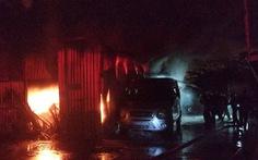 2 ôtô cháy đen tại bãi đậu xe ở Đà Nẵng trong đêm