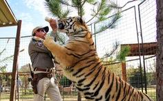 Tiger King - Vua hổ: Lật tẩy thế giới của những tay nuôi thú