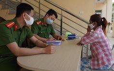 Chăm sóc một phụ nữ Campuchia lạc từ Lào sang huyện Mường Lát