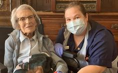 Sống qua 2 cuộc chiến tranh thế giới, cụ bà 106 tuổi thắng luôn COVID-19